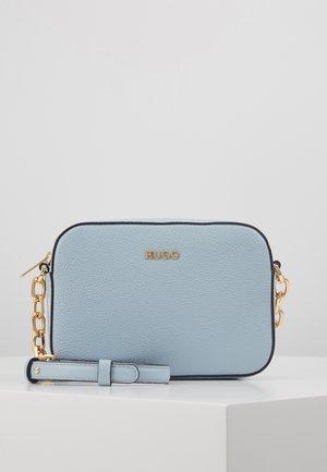 VICTORIA CLUTCH EXCLUSIVE - Across body bag - light blue