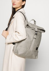 Enter - CITY FOLD TOP BACKPACK - Batoh - melange black/black polkadot - 1