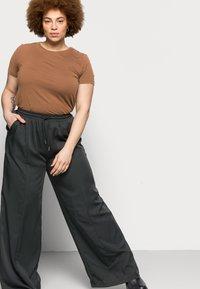 Missguided Plus - WIDE LEG CASUAL TROUSER - Spodnie materiałowe - black - 3