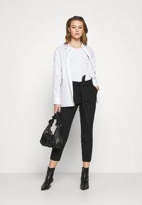 ONLY - ONLFRESH PAPERBAG PANT  - Kalhoty - black - 1