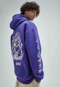 PULL&BEAR - Felpa con cappuccio - purple - 3