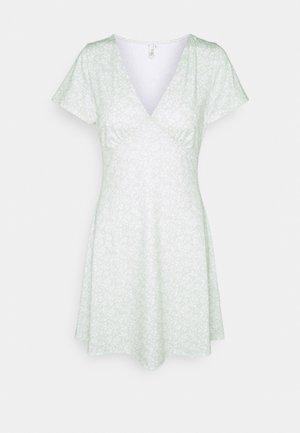 AMAZE ME DRESS - Žerzejové šaty - pistachio