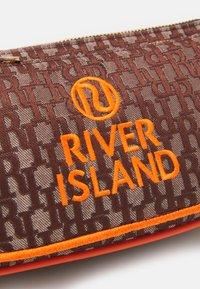 River Island - SET - Across body bag - brown - 3