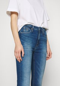 Calvin Klein Jeans - HIGH RISE SUPER SKINNY ANKLE - Jeans Skinny Fit - bright blue - 3