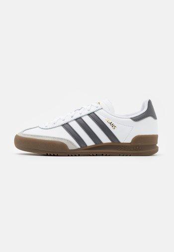TERRACE SPORTS INSPIRED SHOES - Matalavartiset tennarit - footwear white/grey five