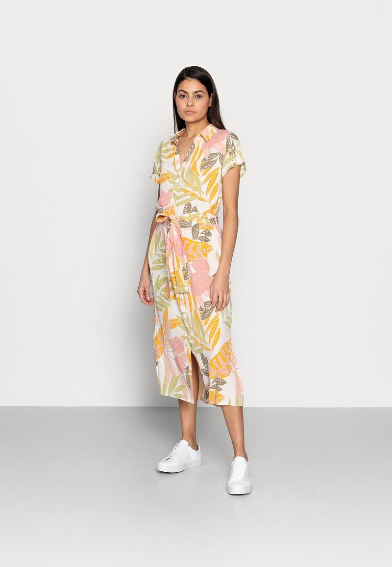 Saint Tropez - GABY DRESS - Shirt dress - birch botanic