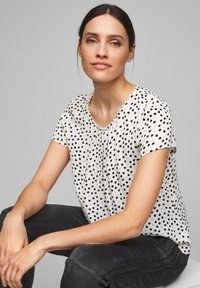 s.Oliver BLACK LABEL - Blouse - soft white floral print - 4