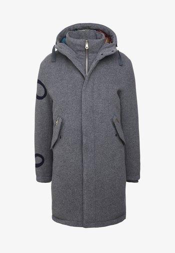 Kabát zprachového peří