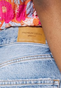 Gina Tricot - MOM - Relaxed fit jeans - mid blue - 4