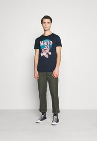 Jack & Jones - JCOSUPER MARIO  - Print T-shirt - navy blazer - 1
