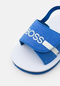 BOSS Kidswear - LIGHT  - Sandalias - electric blue - 5