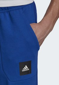 adidas Performance - MUST HAVES STADIUM TRACKSUIT BOTTOMS - Pantalones - blue - 4