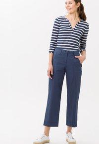 BRAX - STYLE MAINE  - Trousers - indigo - 1