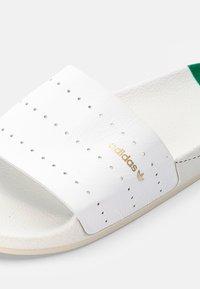 adidas Originals - ADILETTE - Badsandaler - white - 5