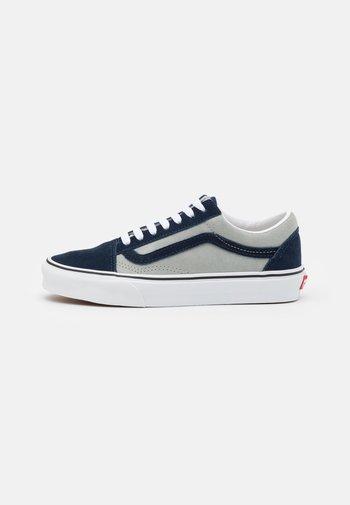 OLD SKOOL UNISEX - Sneakersy niskie - dress blues/mineral gray