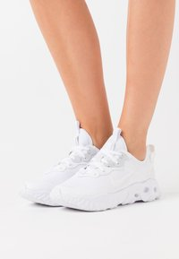 Nike Sportswear - REACT ART3MIS - Joggesko - white - 0