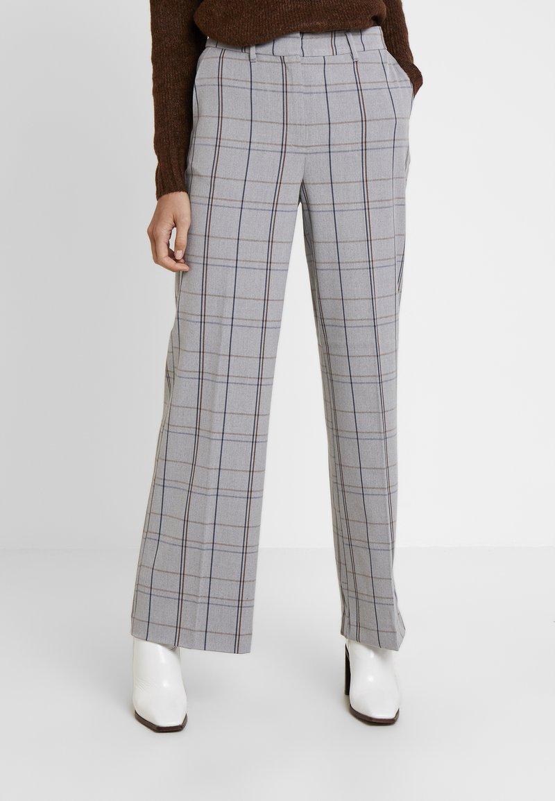 Karen by Simonsen - SYDNEY WIDE CHECK PANTS - Trousers - grey
