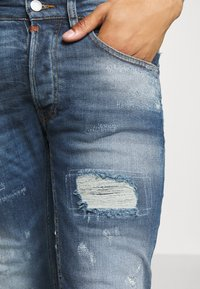 Tigha - MORTEN REPAIRED - Jeans slim fit - mid blue - 5