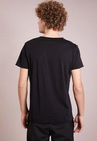 Filippa K - Basic T-shirt - black - 2
