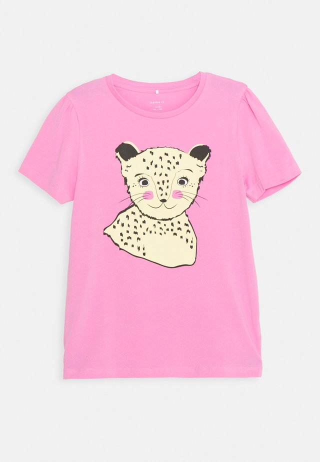NKFBEINA - T-shirt z nadrukiem - fuchsia pink