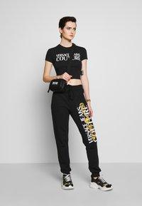 Versace Jeans Couture - T-shirt print - black - 1