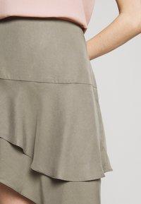 Bruuns Bazaar - LAERA DOLPHINE SKIRT - A-line skirt - olive tree - 6