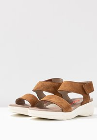Weekend by Pedro Miralles - Sandály na platformě - light brown - 4