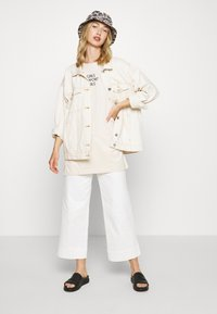 Monki - TORI TEE - T-shirts med print - white - 1