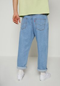 Levi's® - STAY LOOSE PLEATED CROP - Jeans baggy - light indigo - 2