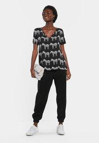 Desigual - Print T-shirt - black - 1