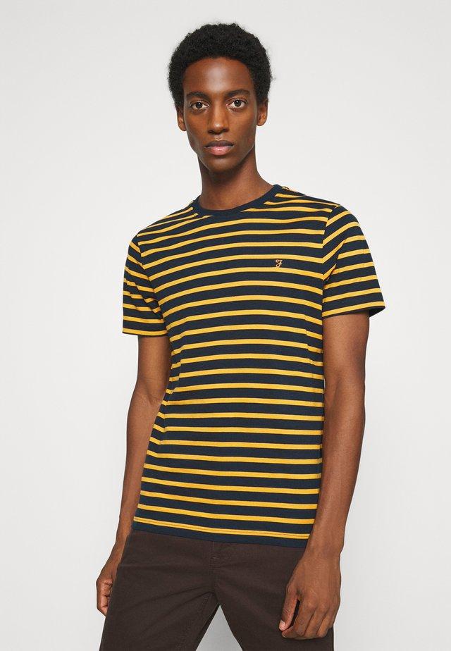 COVENTRY TEE - Camiseta estampada - dark mustard