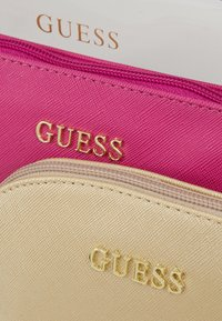Guess - ARIANE ALL IN ONE SET - Toalettmappe - black/multi - 2