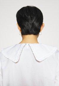 JUST FEMALE - EASE FRILL - Overhemdblouse - off white - 5