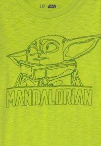 GAP - BOY STAR WARS MANDALORIAN - Maglietta a manica lunga - green thumb - 2