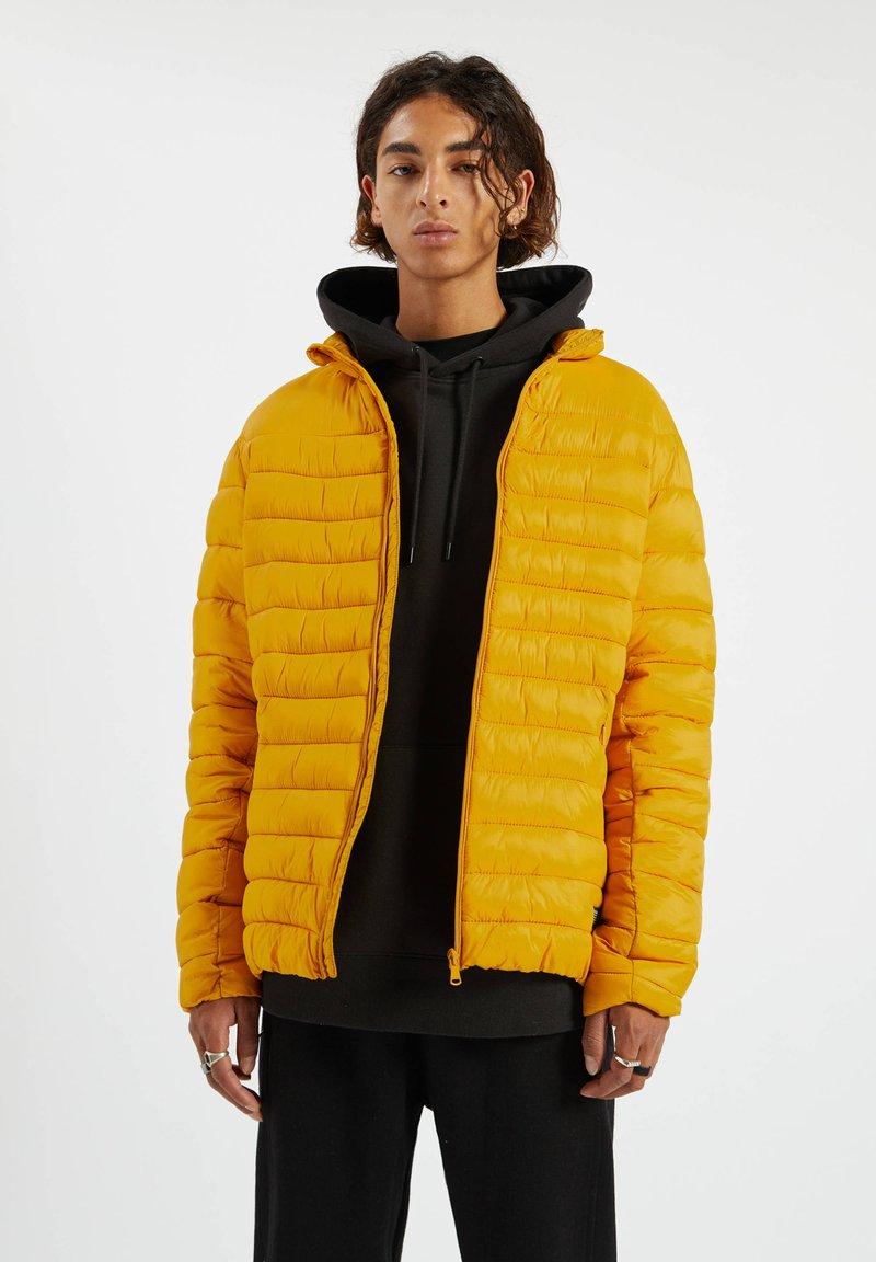 PULL&BEAR - Zimní bunda - yellow