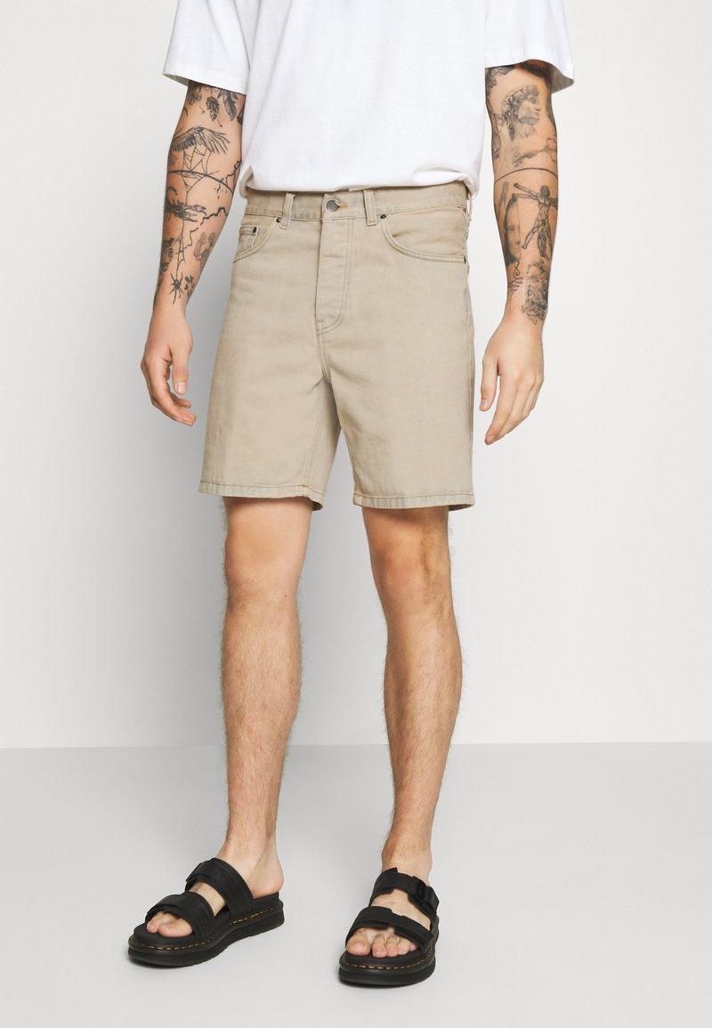 Carhartt WIP - NEWEL MAITLAND - Denim shorts - blue/sand bleached