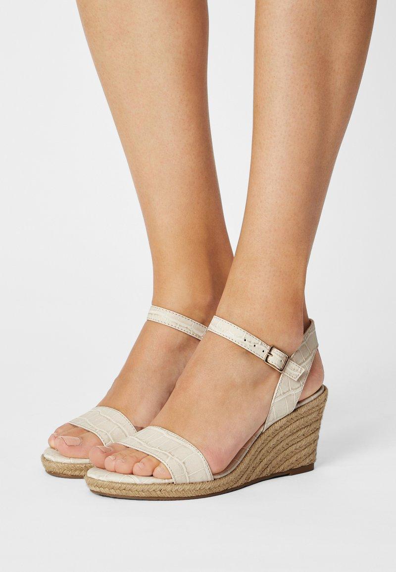 Tamaris - Wedge sandals - cream