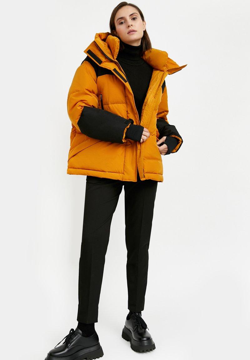 Finn Flare - Down jacket - sienna