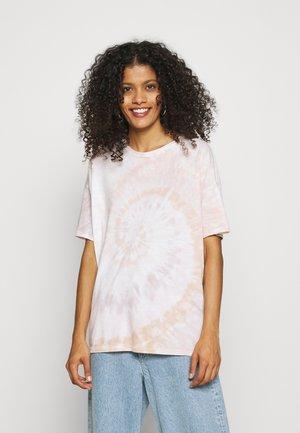 BOYFRIEND TEE PATTERN  - Print T-shirt - pink