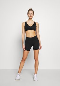 Nike Performance - FAVORITES NOVELTY BRA - Sport BH - black/smoke grey - 1