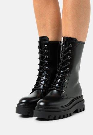 FLATFORM MID LACEUP BOOT - Platform boots - black