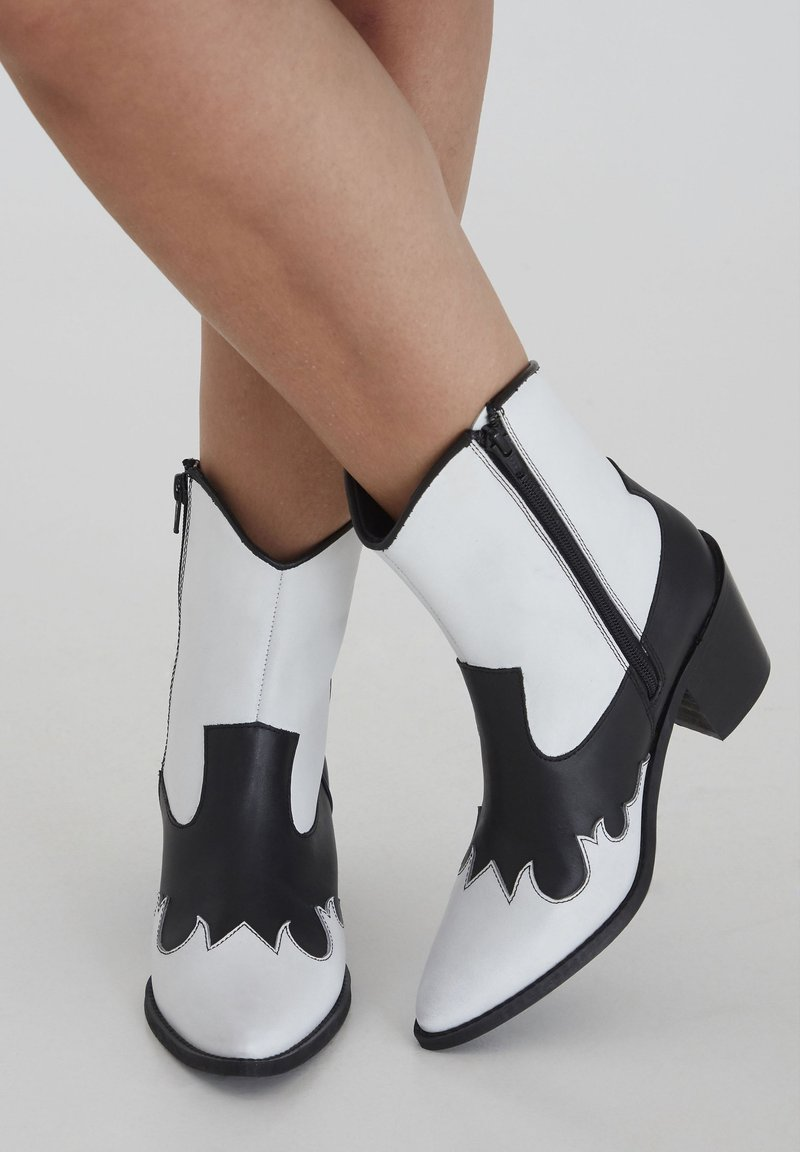 ICHI - Classic ankle boots - black