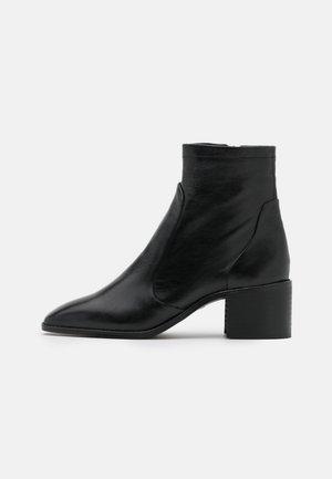 ADDISON - Korte laarzen - black