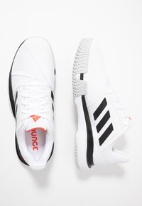 adidas Performance - COURTJAM BOUNCE - Tennissko til grusbane - footwear white/core black/light solid grey - 1