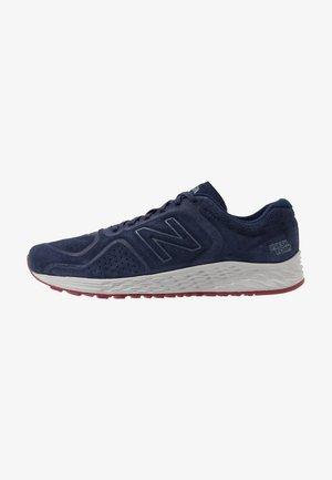 FRESH FOAM ARISHI V2 - Neutral running shoes - navy/red