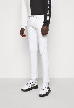 DRILL - Džíny Straight Fit - white