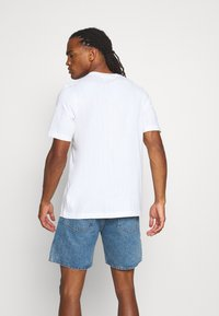 adidas Originals - MONO TEE  - Print T-shirt - white - 2