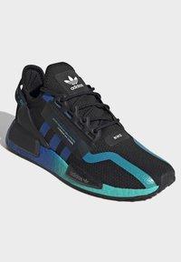 adidas Originals - NMD_R1 V2 SHOES - Sneakers basse - black - 3