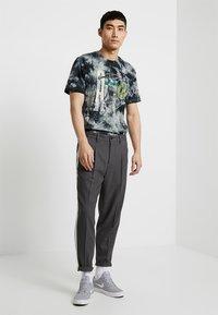Jordan - TEE AIR JORDAN WASH - Print T-shirt - spruce fog/black - 1