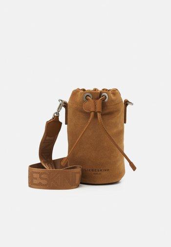 BUCKET BAGXS - Across body bag - caramel